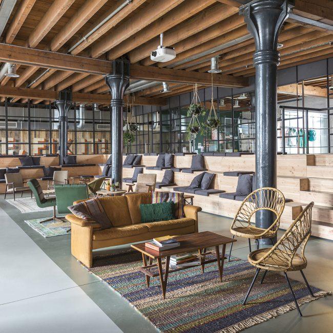 Interieur van kantoorpand van Patagonia in Amsterdam
