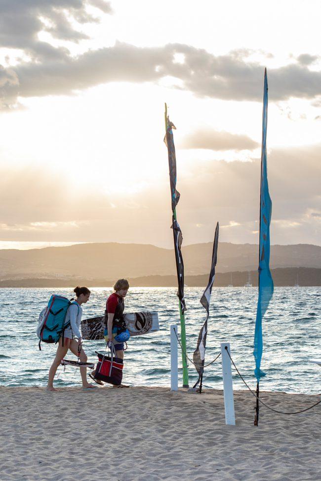 Sardinie kitesurfer zonsondergang
