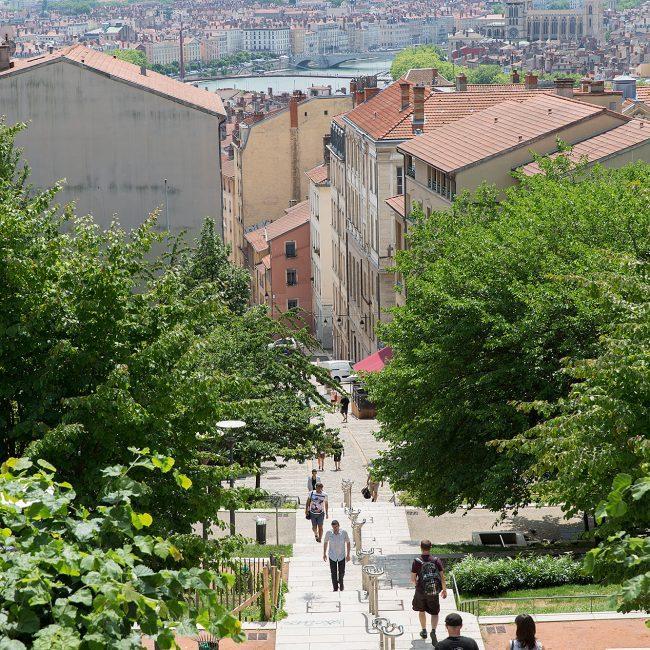 Lyon straatbeeld smalle straat