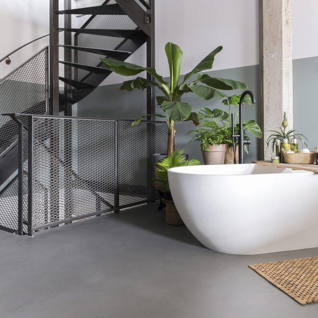 betonvloeren bad in badkamer