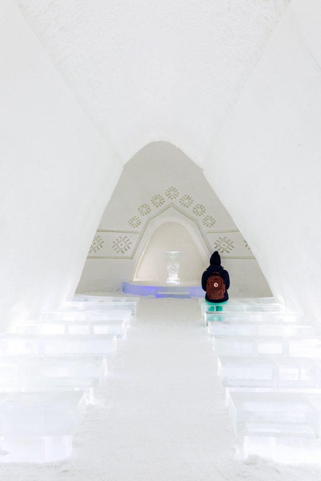 een kerk in Lapland gemaakt van sneeuw en ijs
